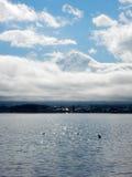 薄雾富士山盖子上面  库存照片