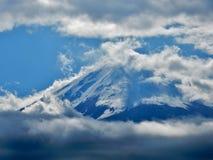 薄雾富士山盖子上面  免版税库存图片