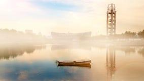 薄雾早晨在北京奥林匹克公园 免版税库存照片