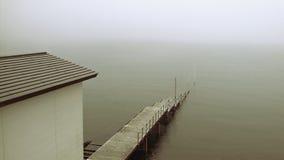 薄雾老码头 免版税库存照片