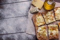 薄饼四乳酪用牛至和橄榄油 quattro fromaggi 图库摄影