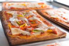 薄饼是厨师是普遍的环球烹调的能够做盘被烹调的意大利餐馆 免版税库存图片