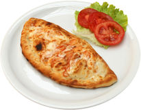 薄饼Calzone用蒜味咸腊肠烟肉乳酪和蘑菇 免版税库存图片