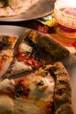 薄饼margherita在意大利街道餐馆 库存照片
