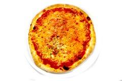 薄饼Margherita意大利食物薄饼,火腿采蘑菇橄榄 免版税图库摄影