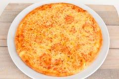 薄饼Margherita用乳酪 免版税库存照片