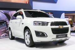 从薛佛列在第35个曼谷国际汽车展示会,在驱动的概念秀丽的所有新的白色captiva汽车2 3月27日, 免版税库存图片