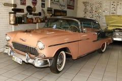 1955年薛佛列坚硬顶面小轿车 库存图片