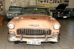 1955年薛佛列坚硬顶面小轿车 免版税库存图片