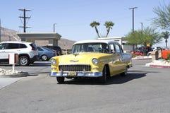 1955年薛佛列黄色小轿车 图库摄影