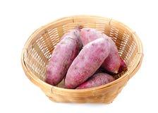 薯类,竹篮子 免版税库存照片