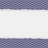 藏青色和白色被撕毁的雪佛框架背景 免版税库存照片