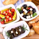 藤叶子充塞用胡椒和地中海开胃小菜 库存图片