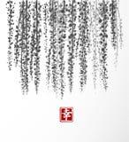 紫藤手拉与在白色背景的墨水 包含象形文字-幸福 传统东方墨水绘画 免版税库存图片