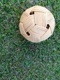 藤条球,在绿草的takraw球 免版税库存图片