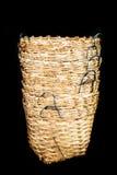 藤条篮子柳条是泰国手工制造的在黑孤立 免版税库存图片