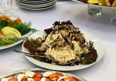 蘑菇冷的开胃菜在桌上的 图库摄影