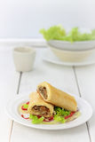 蘑菇和圆白菜卷 库存照片