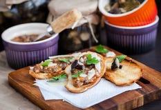 蘑菇和巴马干酪bruschetta 图库摄影