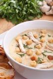 蘑菇奶油汤服务  免版税库存照片