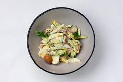 蘑菇沙拉用鹌鹑蛋和新鲜的黄瓜 免版税库存图片