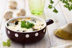 蘑菇焦干酪 免版税库存照片