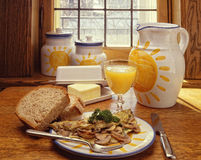 蘑菇煎蛋卷早餐 库存图片