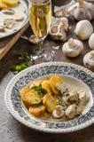 蘑菇酱油用烤土豆 库存图片