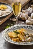 蘑菇酱油用烤土豆 库存照片