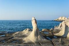 虚度风景由白色矿物形成做成在芦粟海岛,希腊 库存照片