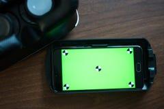 虚拟现实、VR、盔甲和智能手机有绿色屏幕的为 库存照片