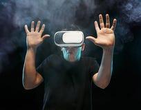 戴虚拟现实眼镜的人  未来技术概念 图库摄影