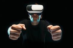 戴虚拟现实眼镜的人  未来技术概念 免版税图库摄影