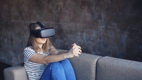 戴虚拟现实眼镜的少妇 股票视频