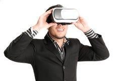 戴虚拟现实眼镜的被隔绝的年轻商人 免版税库存图片