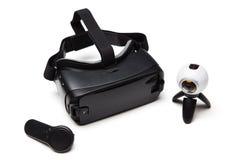 虚拟现实设备 黑VR玻璃,遥控和 库存图片