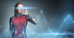 虚拟现实玻璃和微集成电路的妇女 库存图片
