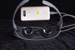 虚拟现实玻璃,便携的技术 免版税图库摄影