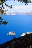 虚拟船, Crater湖 免版税库存图片