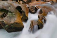 虽则流岩石 免版税图库摄影