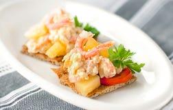 虾和菠萝开胃菜  免版税库存照片