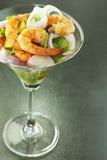 虾和蔬菜沙拉 免版税图库摄影