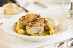 虾和蛤蜊海鲜开胃菜。 免版税库存图片