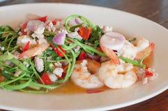 虾和水minosa沙拉,辣泰国食物 库存照片