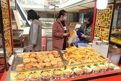 虾在小麦面粉/虾饺子油煎了 库存照片