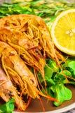 虾在木桌上的海鲜 库存图片
