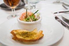 虾开胃菜用蒜味面包 免版税库存图片
