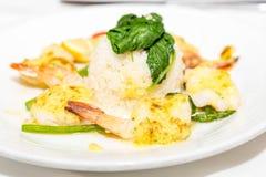 虾扇贝和米开胃菜 免版税库存照片