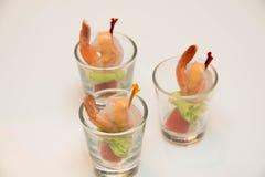 虾服务用在miini玻璃的开胃用沙司 图库摄影
