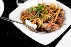 虾沙拉用芒果和薄菏 免版税库存照片